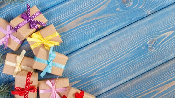 Christmas_Gifts_Wood_planks_557685_3840x2160